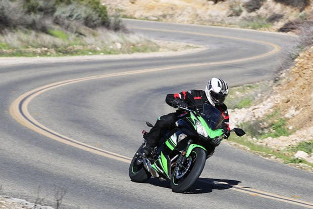 17 Kawasaki Ninja650 action Scurve