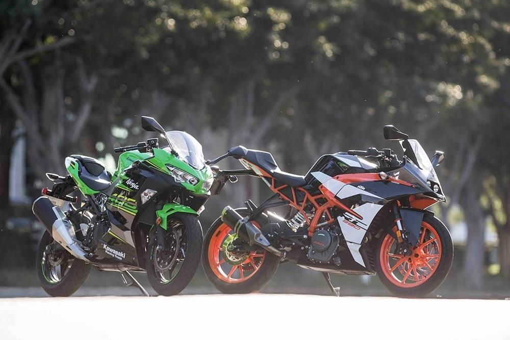 2018 ktm rc390 kawasaki ninja 400 battle